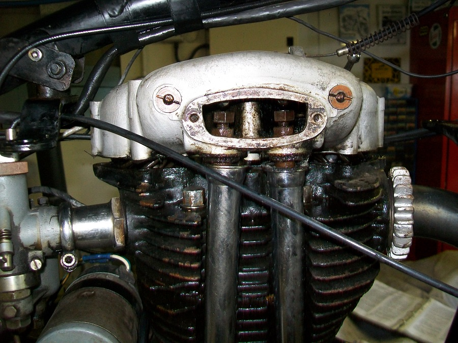 1952 Norton ES2: Full Service & Sort Inner Timing Chest Oil Leak